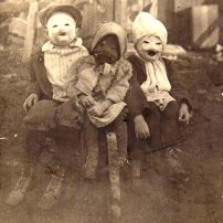 Image: http://www.theoccultmuseum.com/25-vintage-halloween-costumes/